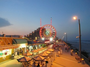Daytona_Beach_at night